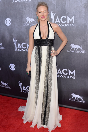 LAS VEGAS, NV - APRIL 06: Singer Jewel attends the 49th Annual Academy Of Country Music Awards at the MGM Grand Garden Arena on April 6, 2014 in Las Vegas, Nevada. (Photo by Jason Merritt/Getty Images)