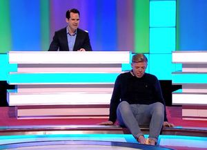 Rob Beckett baffles everyone on 8 Out Of 10 Cats by peeling a banana with his feet.