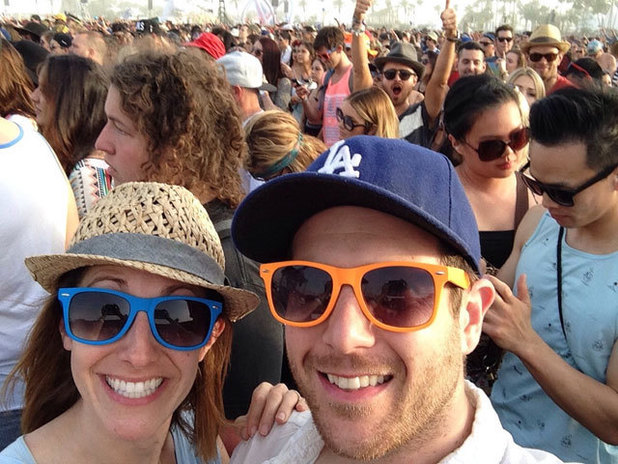 Aaron Paul photobombs couple at Coachella