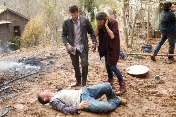 Daniel Gillies as Elijah and Phoebe Tonkin as Hayley in The Originals S01E19: 'An Unblinking Death'