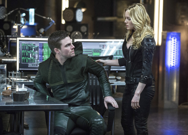 Stephen Amell as Oliver Queen and Caity Lotz as Sara Lance in 'Arrow' S02E20: 'Seeing Red'