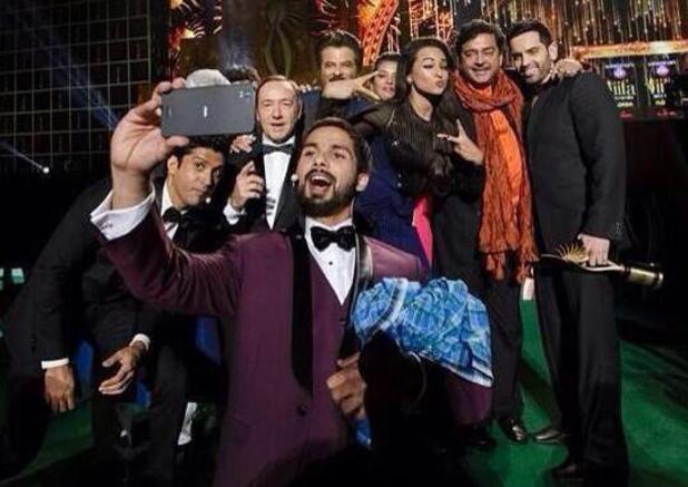 Ranbir Kapoor, Aamir Khan, Deepika Padukone in IOTY selfie