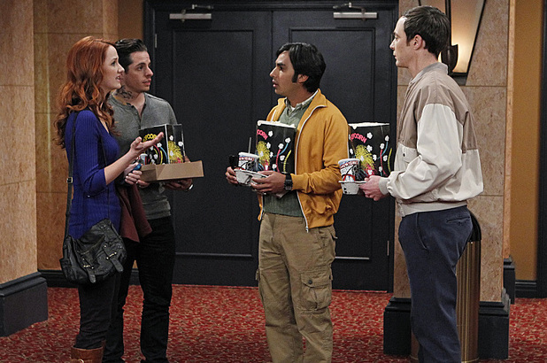 Laura Spencer, Beau Casper Smart, Kunal Nayyar and Jim Parsons in The Big Bang Theory: 'The Gorilla Dissolution'