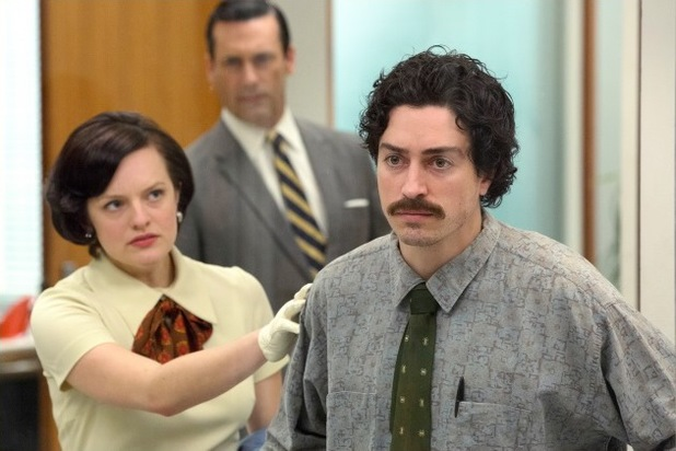 Elizabeth Moss as Peggy and Ben Feldman as Ginsberg in Mad Men