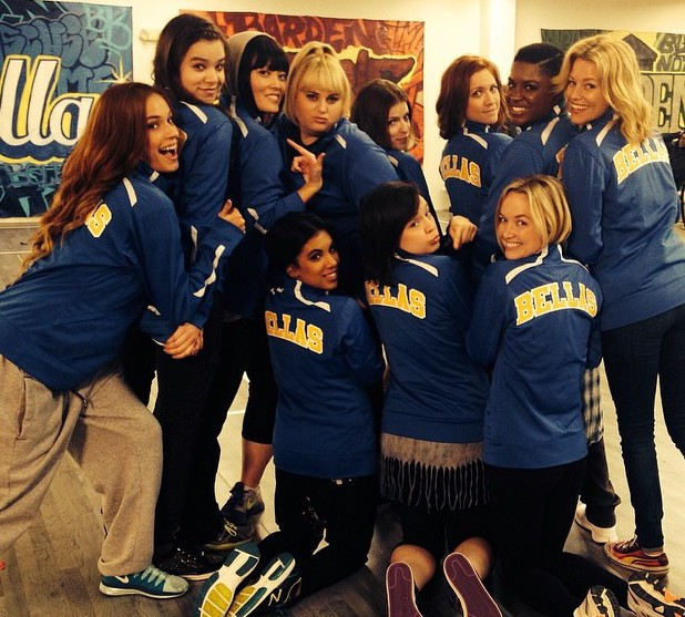 Elizabeth Banks posts Pitch Perfect 2 cast photo
