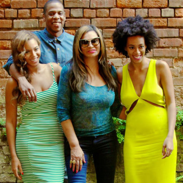 Beyoncé poses with Solange, Jay-Z and her mother