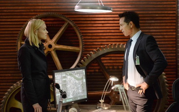 Yvonne Strahovski & Benjamin Bratt in 24: Live Another Day: '3:00 PM - 4:00 PM'