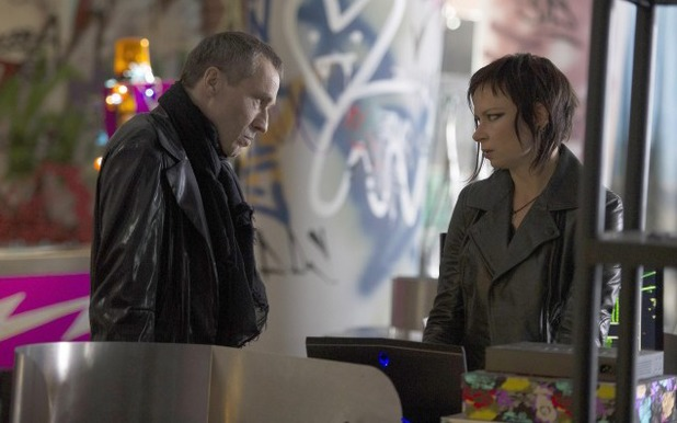 Michael Wincott & Mary Lynn Rajskub in 24: Live Another Day: '3:00 PM - 4:00 PM'