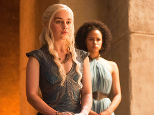 Emilia Clark & Nathalie Emmanuel in Game of Thrones S04E08: 'The Mountain and the Viper'