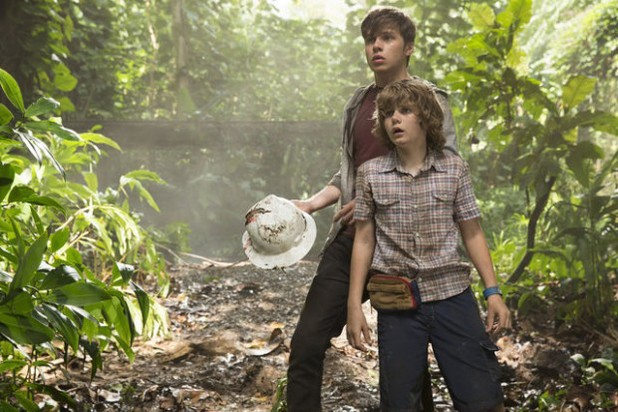 Nick Robinson, Ty Simpkins in Jurassic World