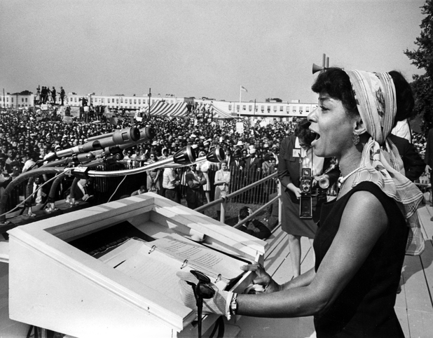 Ruby Dee speaks at the 1963 March on Washington