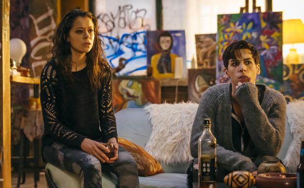 Tatiana Maslany & Jordan Gavaris in Orphan Black S02E08