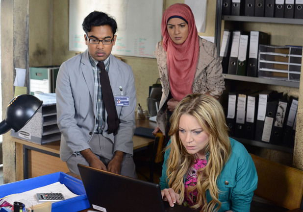 Tamwar opens Aleks' laptop and Roxy sees the evidence for herself.