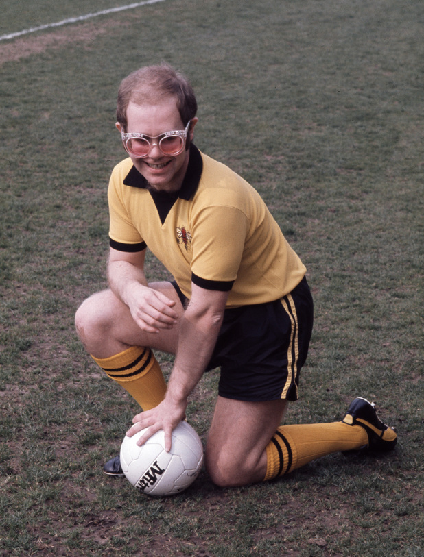 English singer-songwriter and vice-president of Watford FC, Elton John at Vicarage Road football ground, Watford, November 1973. (Photo by Michael Putland/Getty Images)