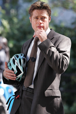 Brad Pitt on Location for Burn After Reading in New York City - September 24, 2007 Caption:Brad Pitt on Location for Burn After Reading on September 24, 2007 in New York City. (Photo by James Devaney/WireImage)