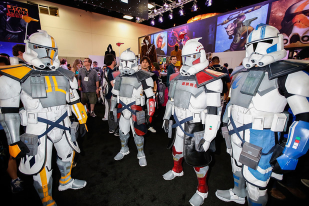Fans arrive at Comic-Con in full attire