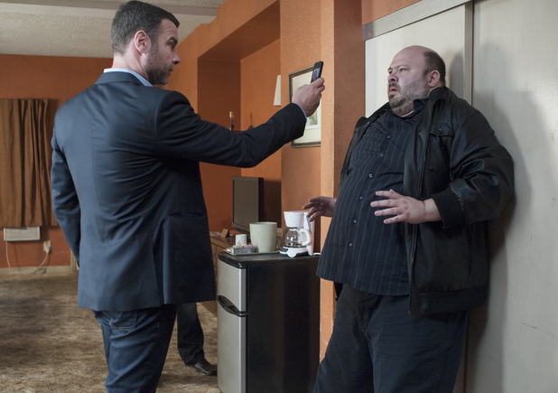 Liev Schreiber as Ray Donovan and Craig Shaynak as Tiny in Ray Donovan S02E04