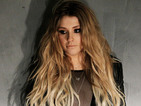 Ella Henderson performs new track 'Mirror Man'