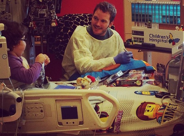 Chris Pratt visits the Children's Hospital LA