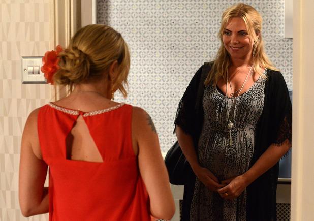 Ronnie surprises Roxy