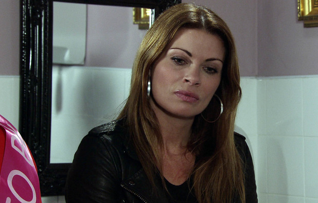 Carla corners Tracy in the Rovers and questions her.