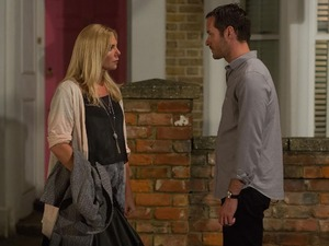 Ronnie decides to flee from Walford