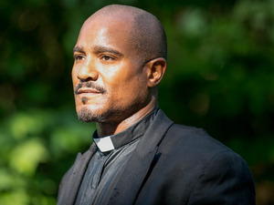 Seth Gilliam as Father Gabriel in The Walking Dead S05E02: 'Strangers'