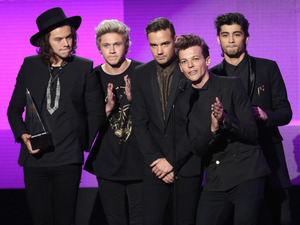One Direction wins at the American Music Awards 2014