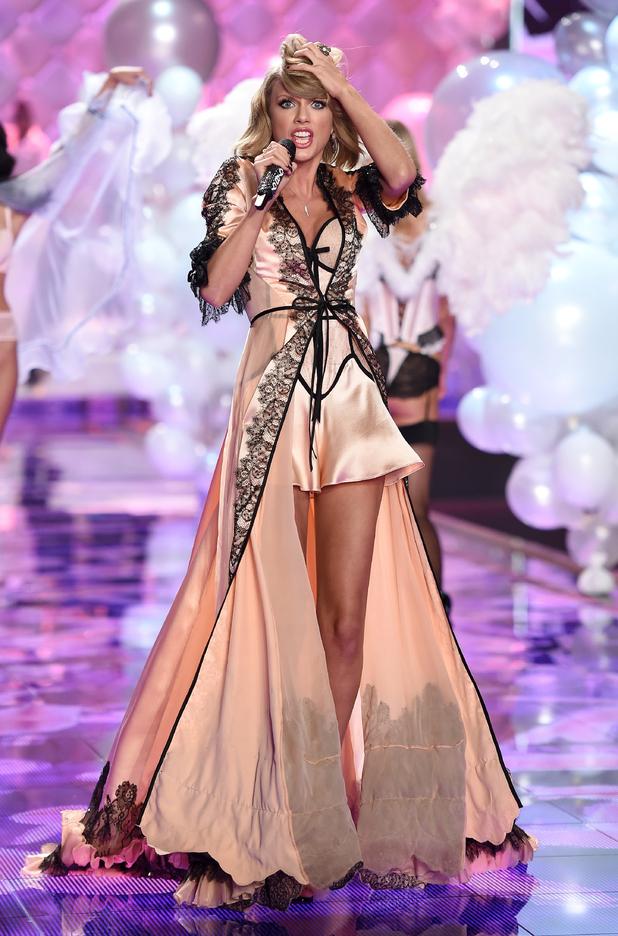 Victoria Fashion Show 2015 Taylor Swift Singer Taylor Swift