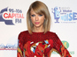 Taylor suffers laryngitis at Jingle show