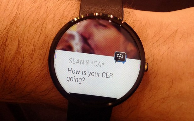 BBM running on the Moto 360