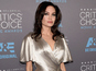 Angelina Jolie undergoes ovaries removal