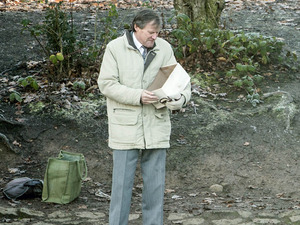 Roy prepares to scatter Hayley's ashes