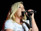 Kelly Clarkson lights up Mardi Gras at Universal Studios Orlando