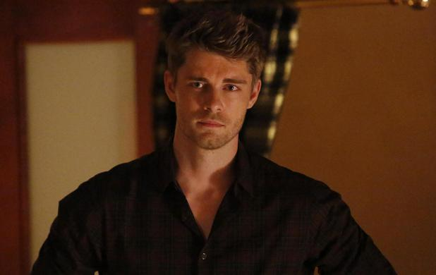 luke mitchell gif hunt