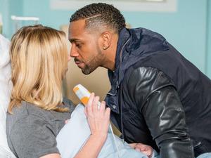 Vincent confronts Ronnie and Kim