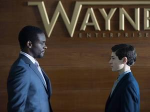 Chris Chalk & David Mazouz in Gotham S01E21: 'The Anvil or the Hammer'