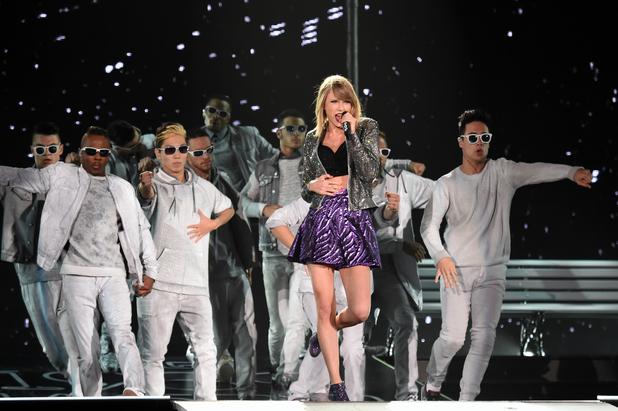 Taylor swift concert vance joy