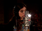Watch Hailee Steinfeld perform 'Flashlight'