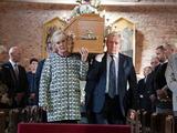 Liz and Ken carry Deidre's coffin into church