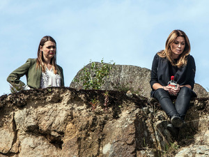 Carla talks to Tracy about Kal and Maddie's deaths