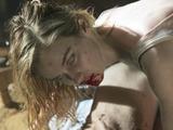 Lexi Johnson as Gloria in Fear The Walking Dead S01E01