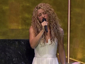The singer introduced her performance with a plea to help children around the world.